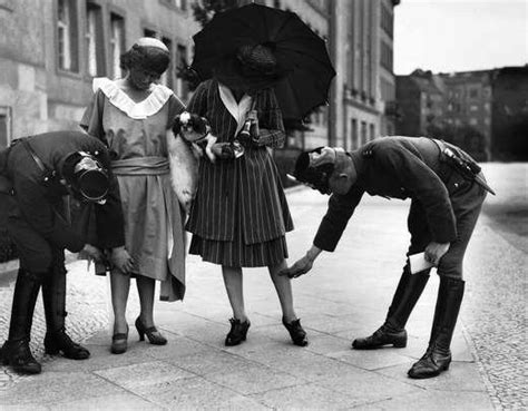 Swing Style Frauen by Checking The Length Of Dresses In 1920s Berlin Flickr