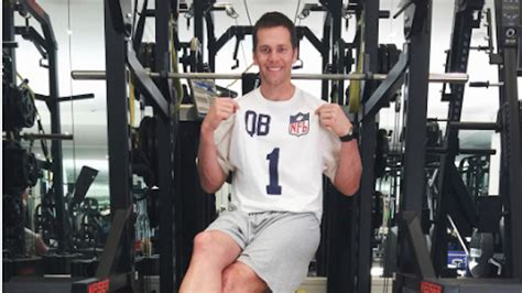 tom brady bench press combine tom brady s instragram post shows him wearing his 17 year