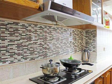 frentes de cocina nuevos  estos azulejos adhesivos