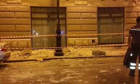 ufficio giudice di pace di palermo palermo crolla balcone palazzo giudice di pace