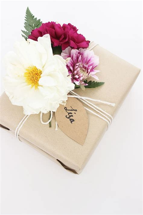 gift wrapping flowers diy floral gift wrapping g i f t s f a v o r s