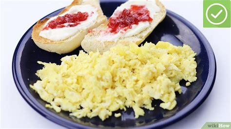 come cucinare un uovo come cucinare un uovo strapazzato 12 passaggi