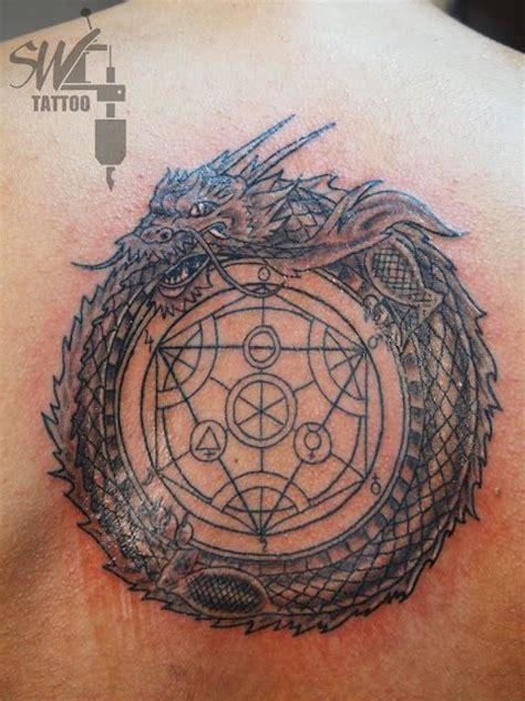 uroboro tattoo pinterest stay wild tattoo drag 243 n uroboro simbolo alquimia