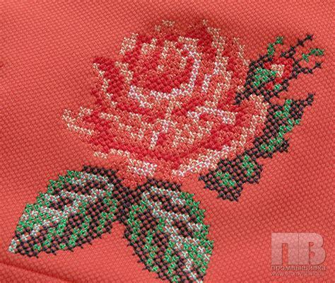 Схема вышивки цветка на ткани бисером