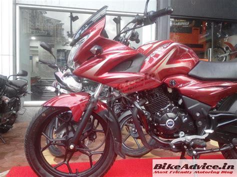 bajaj discover new model 2014 bajaj discover 150 f starts reaching showrooms