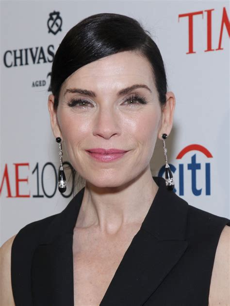 julianna margulies new hair cut julianna margulies ponytail hair lookbook stylebistro