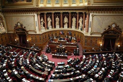 siege senat centre presse pr 232 s de deux mille candidats briguent un