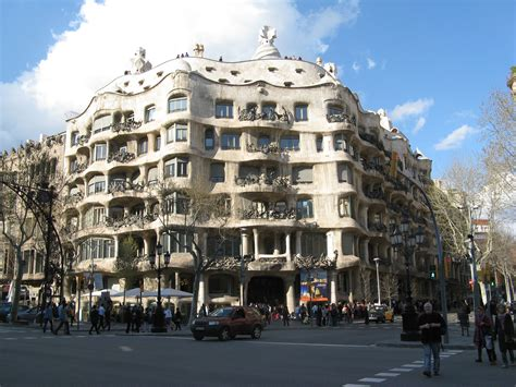 gaudi casa mila file antoni gaud 237 casa mil 224 barcelona jpg wikimedia commons