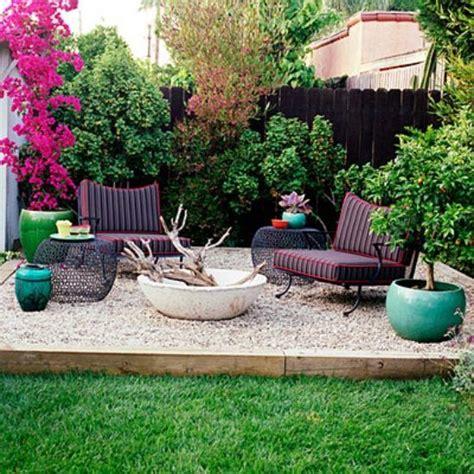 immergrüne pflanzen als sichtschutz 841 kleiner sitzbereich offene feuerstelle garten garten