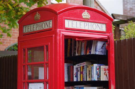 cabine telefoniche roma cultura e riciclo arrivano le bibliocabine anche in italia