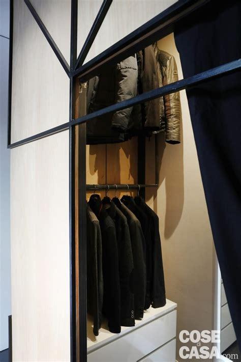 cabina armadio polvere bilocale con pianta difficile a t con un lungo corridoio