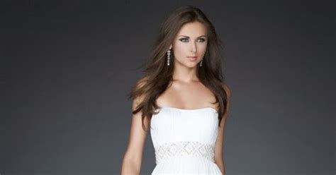 Girls Formal Dresses: How to Accessorize white formal dresses?