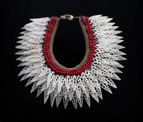 new guinea necklace large pointed white from borneo hunters