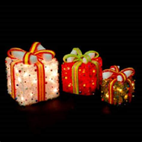 sylvania 3 piece lighted gift box set christmas outdoor yard decor 3 lighted gift boxes