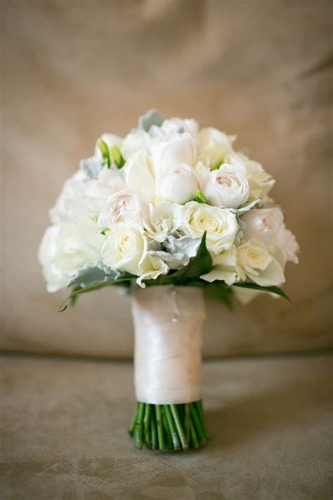 Wedding Bouquet Tradition by Giving Tradition The Toss Wedding Flowers Bouquets