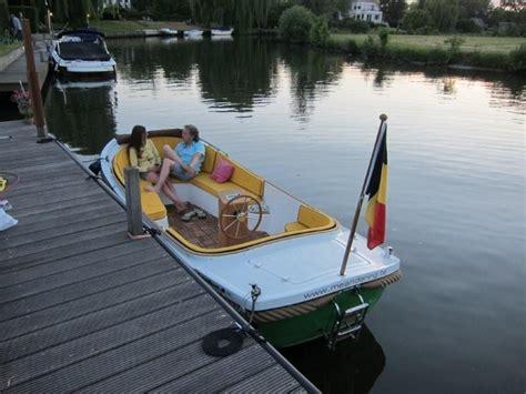 heeft een roeiboot een roer www fluisterboot be