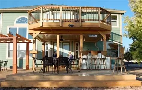 what are the differences between a balcony and a porch