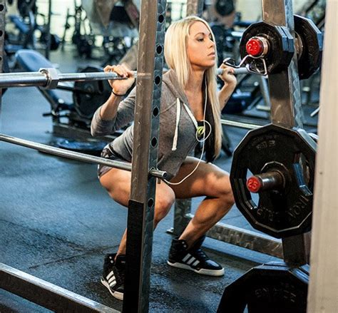 How Much Should A Woman Bench Press Women S Workout Plan How Ashley Hoffmann Trains For Strength