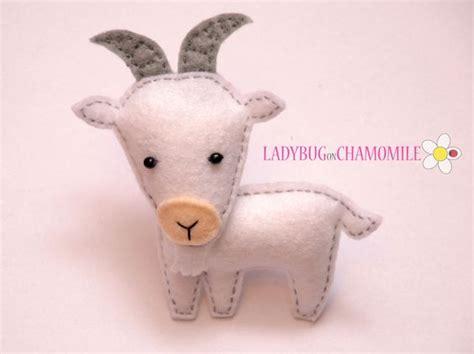 felt pattern goat goat felt magnet metu simbolis pinterest fieltro