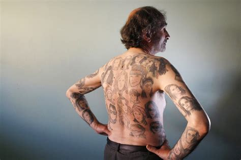 julia roberts tattoo chilean gets 82 tattoos of photos