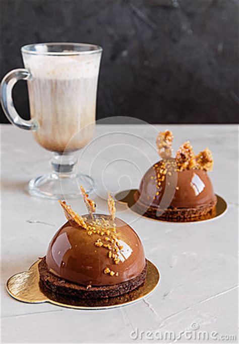 lustre chocolat g 226 teau de mousse de chocolat avec le rev 234 tement de lustre
