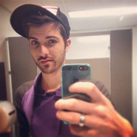 guy bathroom selfie bathroom guy selfie on instagram