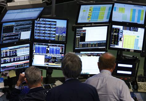 Trading Floor Chat by Bloomberg Investigation Reveals That Some Reporters Could