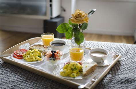 special breakfast in bed tips for couples 2inabillion
