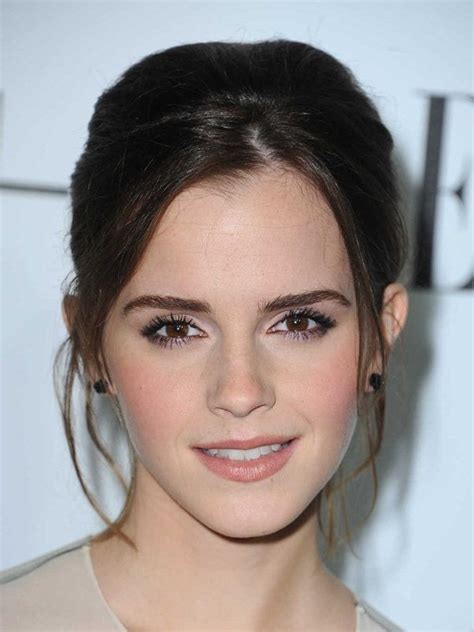 emma watson face shape what makes emma watson physically beautiful and what do