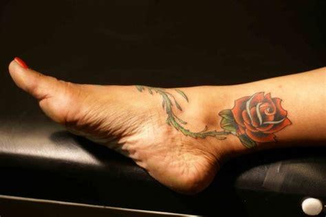 tatuaggi fiori piede caviglia tatuaggi caviglia come scegliere il migliore