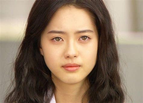 asian eye color go ara asians dont usually grey green so