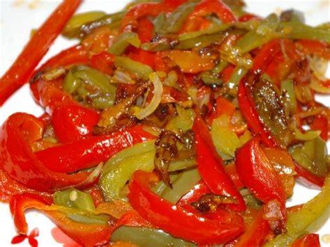 cuisiner le poivron vert poivrons confits recette de poivrons confits marmiton