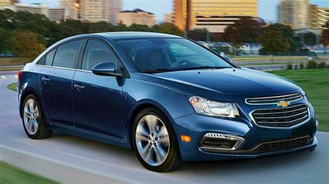 2015 chevy cruze gets new styling and tech 2014 new york 2015 chevrolet cruze gets minor styling and tech upgrades