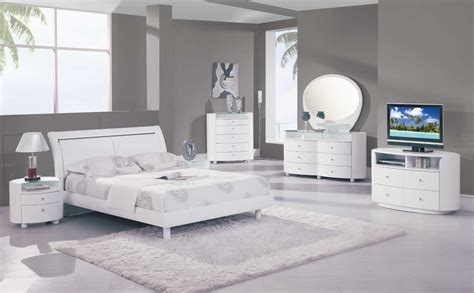Contemporary White Bedroom Furniture Global Furniture Usa Emily Platform Bedroom Collection White Gf Emily Wh Bed Set At Homelement