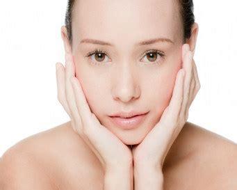 cara membuat wajah lebih glowing 6 cara membuat pori pori wajah tak lebih kecil