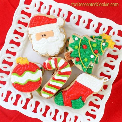 a step by step guide to decorating christmas cookiesthe