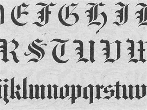 tipos de letras abecedario titulo 2jpg m 225 s de 25 ideas incre 237 bles sobre letras goticas imagenes