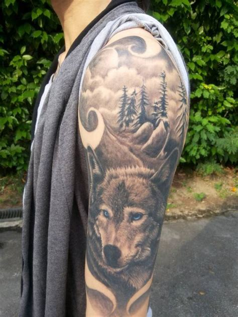 great tattoo gallery great tattoo of a wolf on his shoulder tattooimages biz