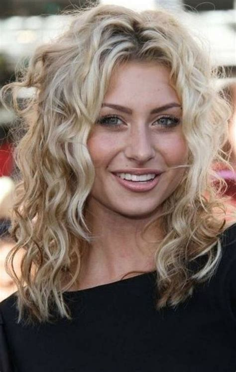 mid length wavy hair style for 55 year old best 25 fine curly hair ideas on pinterest short hair