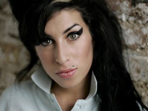 amy wine house breaking news singer amy winehouse found dead updated celebrity diagnosis