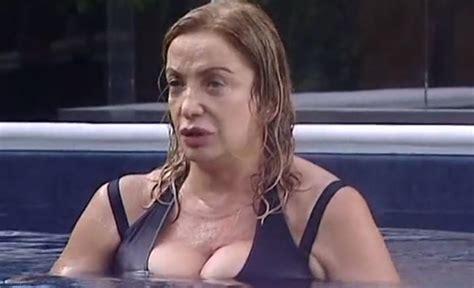 spiata sotto la doccia grande fratello vip simona izzo sotto accusa il motivo 232