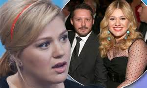 kelly clarksons husband cheating brandon blackstocks ex kelly clarkson fights back against rumours that her new
