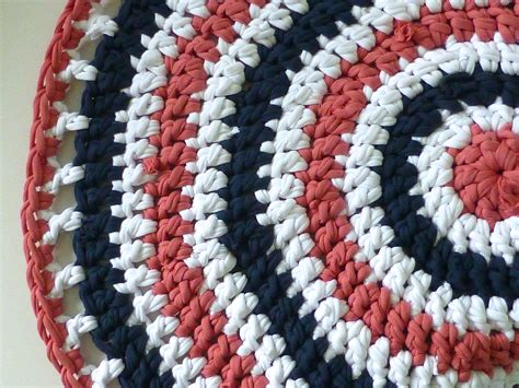 T Shirt Yarn Rug by How To Make A Rug With T Shirt Yarn Sewchet