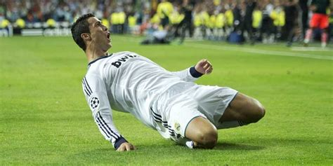 the 10 highest paid soccer players business insider