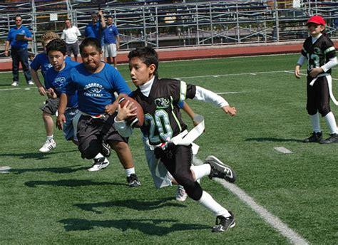 imagenes de niños jugando futbol americano cu 225 ndo empezar a jugar futbol americano yarda35