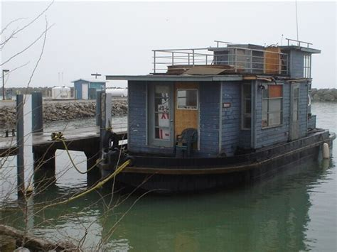 redneck house boat redneck engineering 30 pics that put bob vila to shame