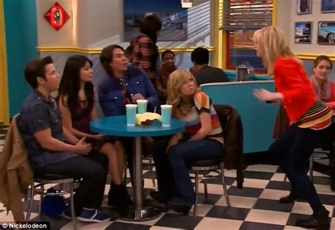 emma stone on icarly emma stone gets starstruck as she plays icarly super fan