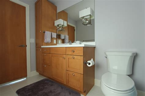 Medium Maple Cabinets by Warm Medium Stained Maple Cabinets With Knobs
