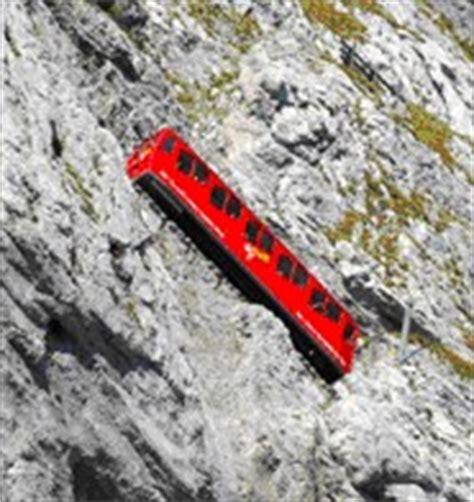 treno a cremagliera svizzera monte pilatus la montagna con il panorama incanta