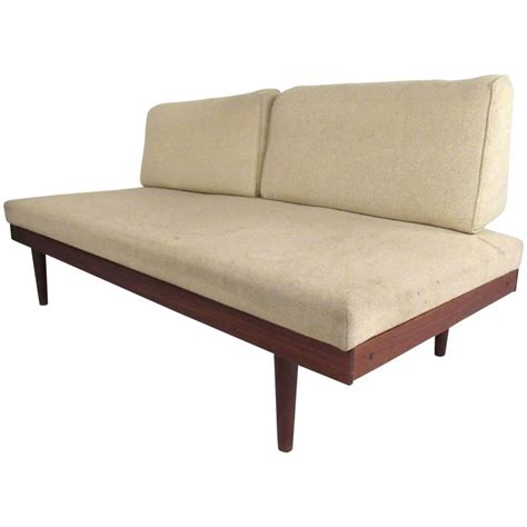 Mid Century Daybed Mid Century Modern Hvidt Style Daybed At 1stdibs